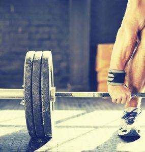 Barbell deadlift is een goede oefening voor het trainen van de grote bilspieren